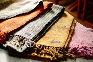 真綿糸の手織りショール