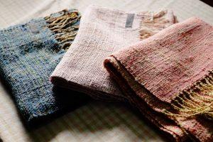 真綿糸の手織りマフラー